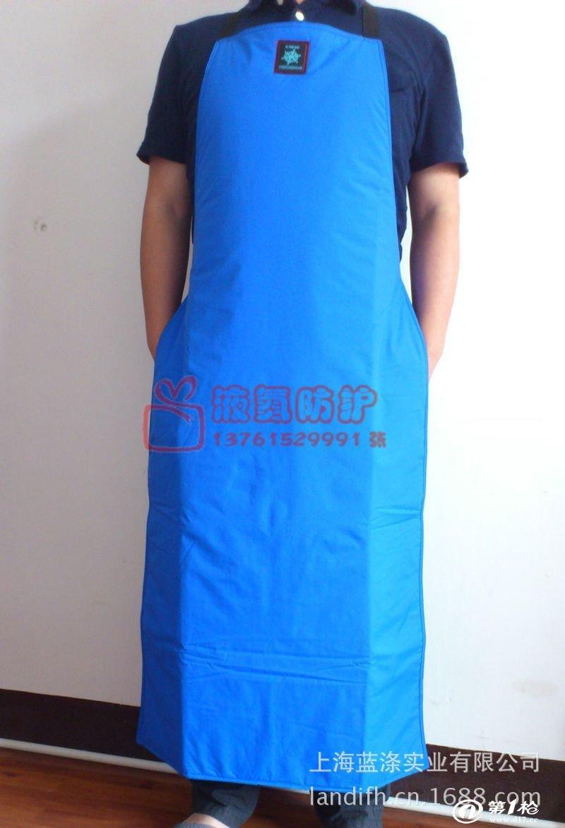 蓝色花纹围裙图