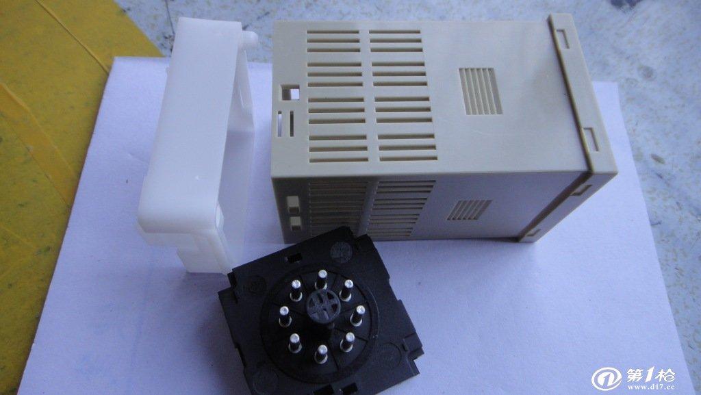 特点 数显时间继电器 DH48S-S 常用于电器的周期间循环工作或两电器交替工作 可设定T1,T2 两个延时时间,可实现周期性循环工作 可实现延时接通,并延时断开(单次模式) DIN(4848mm)面板尺寸 宽电压范围 符合的标准: Q/WDH 01-2003、GB 14048.5-2001、IEC60947-5-1:1997