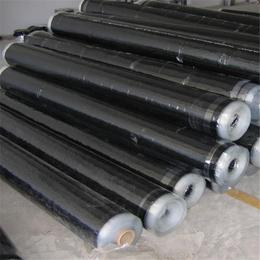山东供应厂家热销自粘防水卷材 施工方便简单快速 屋顶防水材料