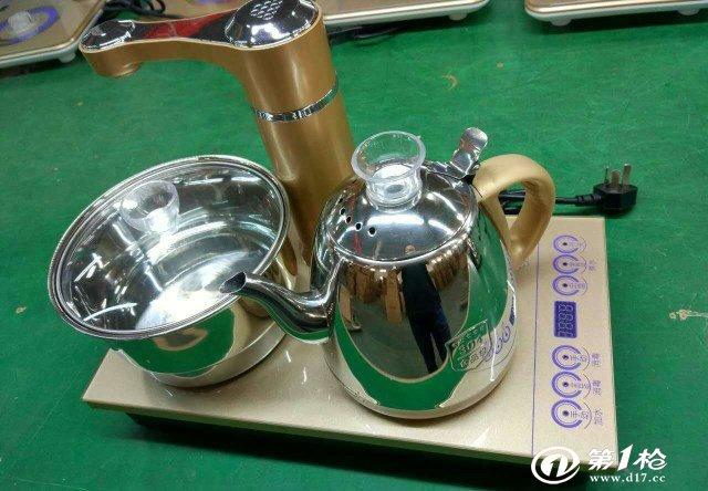 电磁炉又名电磁灶,是现代厨房革命的产物,它无需明火或传导式加热而让热直接在锅底产生,因此热效率得到了极大的提高。是一种高效节能橱具,完全区别于传统所有的有火或无火传导加热厨具。 电磁炉是利用电磁感应加热原理制成的电气烹饪器具。由高频感应加热线圈(即励磁线圈)、高频电力转换装置、控制器及铁磁材料锅底炊具等部分组成。 电磁炉主要有两大部分构成:一是能够产生高频交变磁场电子线路系统(含电磁炉线圈盘);二是用于固定电子线路系统,并承载锅具的结构性外壳(含能承受高温和冷热急变的炉面板)。