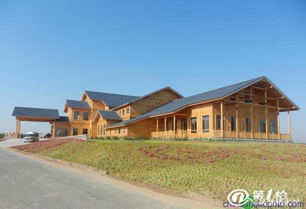 木结构建筑在近几个世纪以来一直在北美、欧洲以及亚洲地区(韩国,日本,台湾,中东地区)得到了广泛的应用,并仍将是21世纪的主导建筑体系,其原因在于木结构建筑具备以下独特的优势: 1、节能保温 2、美观舒适、温暖宜人 3、环保建材:天然、健康、可更新 4、经久耐用 5、抗震防火 6、隔音效果佳