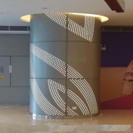 艺术包柱透光铝单板 中庭弧形铝单板 商场雕花圆柱铝板