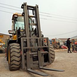 甘肃3吨4吨四驱越野铲车性能稳定底盘高扭矩大梅z