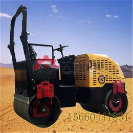 2吨小型座驾式压路机双辊压实机推动产业转型升级