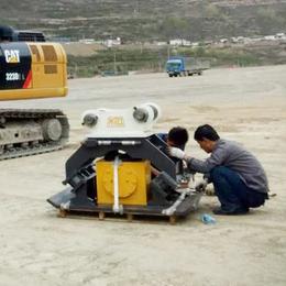 小松210挖掘机液压振动夯挖机平板振动夯