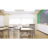 高中和小学竟然使用同样高度的课桌椅!