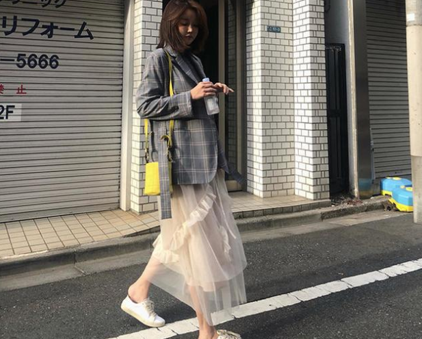 格子西装外套+网纱裙