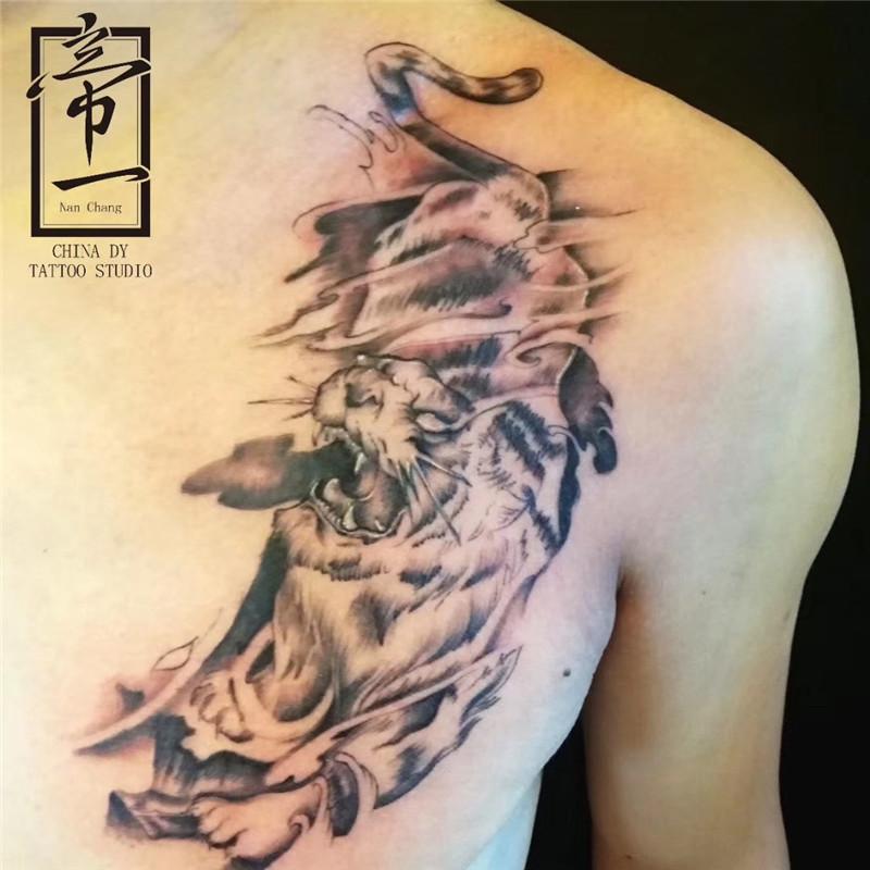 下山虎纹身图案