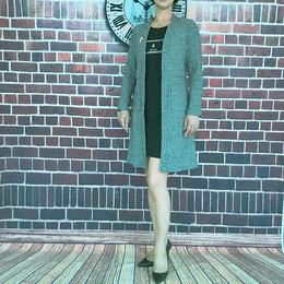 知性女士灰色长版风衣