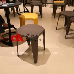 广东厂家达芬批发定制海底捞北欧创意环保塑料凳子 连锁餐厅桌椅