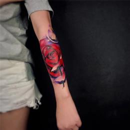 唯美女生彩绘玫瑰水墨纹身